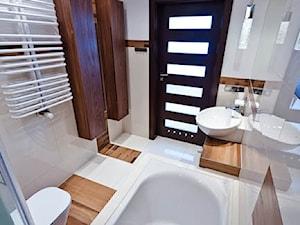 łazienka z drewnem realizacja - Średnia beżowa łazienka w bloku bez okna, styl nowoczesny - zdjęcie od All Design Agnieszka Lorenc