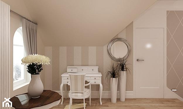biała toaletka, drewniana podłoga, ściana w szare pasy