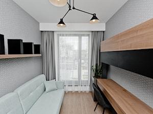 Realizacja mieszkania na wynajem Kraków z czernią i drewnem - Małe szare biuro kącik do pracy w pokoju, styl nowoczesny - zdjęcie od All Design Agnieszka Lorenc