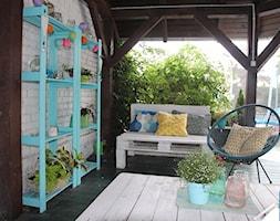 #meblezpalet - Mały taras z przodu domu z tyłu domu - zdjęcie od Agnieszka Kijowska