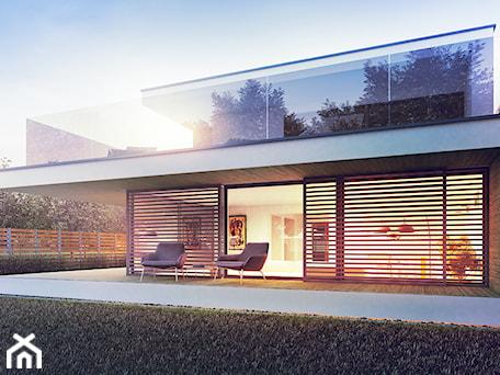 """Aranżacje wnętrz - Domy: com """"C"""" - Małe jednopiętrowe nowoczesne domy jednorodzinne murowane, styl nowoczesny - exterio. Przeglądaj, dodawaj i zapisuj najlepsze zdjęcia, pomysły i inspiracje designerskie. W bazie mamy już prawie milion fotografii!"""