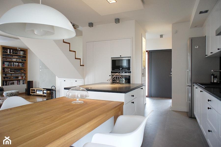 Dom pod Poznaniem - projekt wnętrz - Duża otwarta biała kuchnia w kształcie litery l jednorzędowa w aneksie z wyspą, styl skandynawski - zdjęcie od Sasiak-Sobusiak Pracownia Projektowa