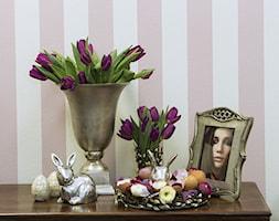 Mały biały różowy hol / przedpokój, styl kolonialny - zdjęcie od Navsari