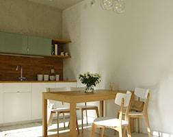 Poloneza 36m2 - Średnia otwarta beżowa jadalnia w kuchni w salonie, styl nowoczesny - zdjęcie od mint&brisk