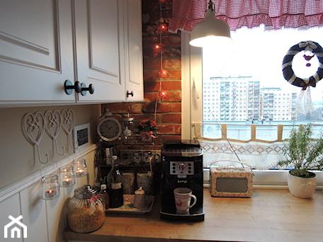 Aranżacje wnętrz - Kuchnia: Metamorfoza kuchni i przedpokoju - Kuchnia - sliwka6. Przeglądaj, dodawaj i zapisuj najlepsze zdjęcia, pomysły i inspiracje designerskie. W bazie mamy już prawie milion fotografii!
