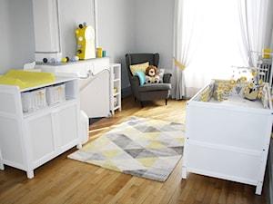 Łóżeczko tapczanik 2w1 70x140 oraz komoda z przewijakiem 2w1 + regaliki - zdjęcie od Mamaipapa.pl