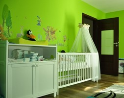 Białe łóżeczko i komoda z przewijakiem mamaipapa - zdjęcie od Mamaipapa.pl