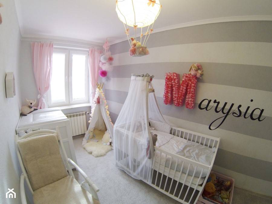 Białe łóżeczko z komodą z przewijakiem mamaipapa - zdjęcie od Mamaipapa.pl