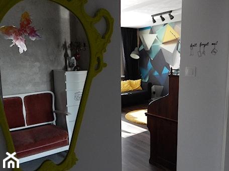 Aranżacje wnętrz - Hol / Przedpokój: Latające czworościany - Hol / przedpokój, styl eklektyczny - Agata Łysiak PIĘTRO. Przeglądaj, dodawaj i zapisuj najlepsze zdjęcia, pomysły i inspiracje designerskie. W bazie mamy już prawie milion fotografii!