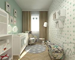 POKÓJ DZIECKA - Średni szary zielony pokój dziecka dla chłopca dla dziewczynki dla niemowlaka, styl skandynawski - zdjęcie od SZTYBLEWICZ_architekci