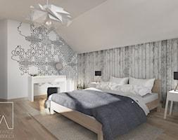 Sypialnia // Opoczno - Duża biała szara sypialnia dla gości na poddaszu, styl skandynawski - zdjęcie od SZTYBLEWICZ_architekci