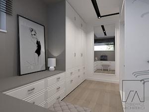 DOM POZNAŃ // NOWOCZESNE GLAMOUR - Średnia garderoba z oknem oddzielne pomieszczenie, styl glamour - zdjęcie od SZTYBLEWICZ_architekci
