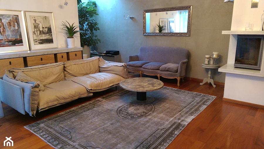 Dywan Vintage W Eklektycznym Salonie Zdjęcie Od Sarmatia