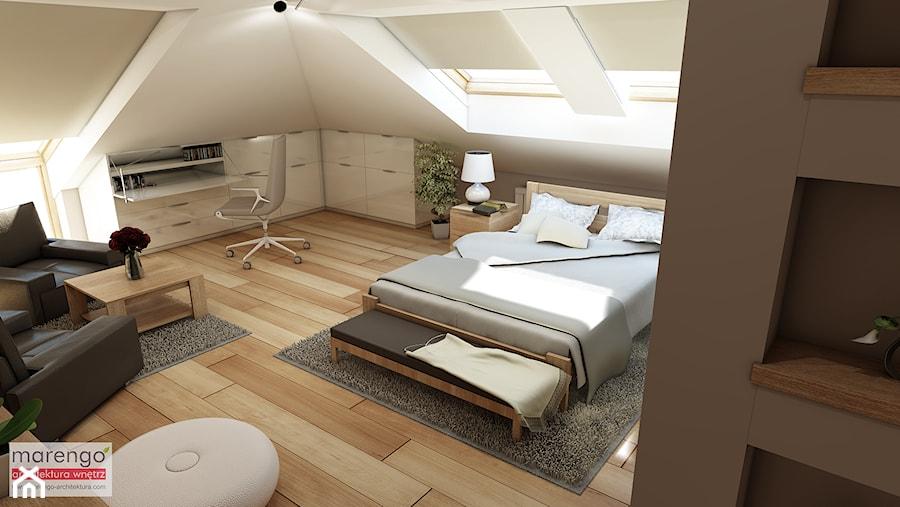 Mieszkanie na poddaszu w kamienicy Kraków Stare Miasto - Duża beżowa biała sypialnia małżeńska na poddaszu, styl klasyczny - zdjęcie od marengo-architektura