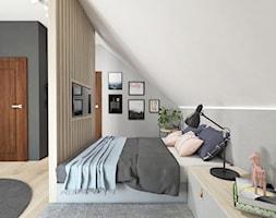 projekt 33 - Średnia szara sypialnia małżeńska na poddaszu, styl skandynawski - zdjęcie od PASS architekci