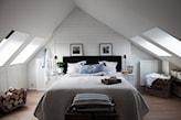boazeria nad łóżkiem