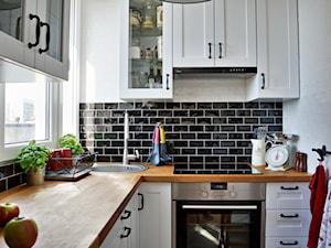 Mała wielka kuchnia - Mała zamknięta biała czarna kuchnia w kształcie litery l w aneksie, styl skandynawski - zdjęcie od Agnieszka Bartoszek 2