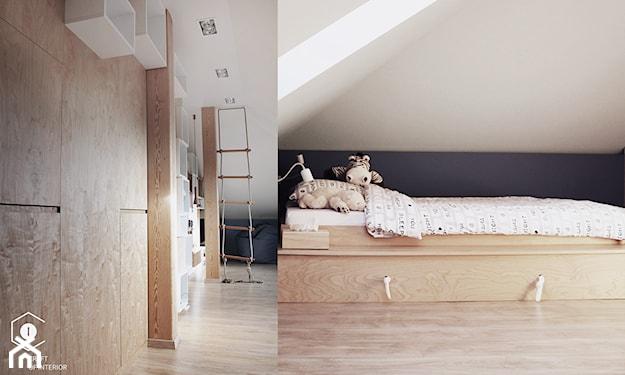 drewniana podłoga, pokój dziecka na poddaszu, drewniana rama łóżka