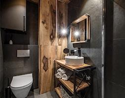 Projekt mieszkania 27m2 - Mała czarna łazienka bez okna, styl industrialny - zdjęcie od AnEd Design - stylizacja wnętrz/home staging/fotografia wnętrz - Homebook