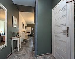 Projekt małego mieszkania 27m2 - Hol / przedpokój, styl prowansalski - zdjęcie od AnEd Design - stylizacja wnętrz/home staging/fotografia wnętrz - Homebook