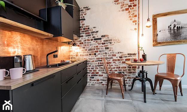 beton na podłodze w kuchni