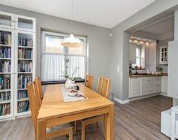 Stylizacja i fotografia wnętrz - Średnia otwarta szara jadalnia w salonie, styl skandynawski - zdjęcie od AnEd Design - stylizacja wnętrz/home staging/fotografia wnętrz - Homebook