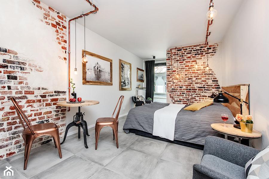 Projekt mieszkania 27m2 - Średnia biała sypialnia małżeńska, styl industrialny - zdjęcie od AnEd Design - stylizacja wnętrz/home staging/fotografia wnętrz
