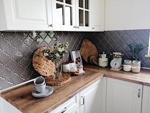Efektowny trend wnętrzarski:  płytki strukturalne do kuchni i łazienki