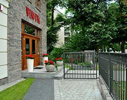 Nowoczesny, elegancki ogród. - Mały ogród przed domem, styl minimalistyczny - zdjęcie od PracowniaDabrowska