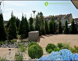 Średni ogród za domem, styl nowoczesny - zdjęcie od PracowniaDabrowska