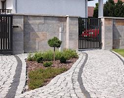 Kamień elewacyjny Imperia - Mały ogród przed domem - zdjęcie od STEGU