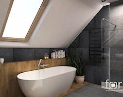 ŁAZIENKA KRYSPINÓW - Duża szara łazienka na poddaszu w domu jednorodzinnym z oknem, styl nowoczesny - zdjęcie od FORMA - Pracownia Architektury Wnętrz i Krajobrazu