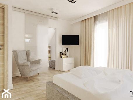 Aranżacje wnętrz - Sypialnia: SYPIALNIA Z GARDEROBĄ - Średnia biała sypialnia dla gości, styl nowoczesny - FORMA - Pracownia Architektury Wnętrz. Przeglądaj, dodawaj i zapisuj najlepsze zdjęcia, pomysły i inspiracje designerskie. W bazie mamy już prawie milion fotografii!