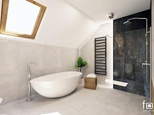 ŁAZIENKA ZELKÓW - Duża biała łazienka na poddaszu w bloku w domu jednorodzinnym z oknem, styl nowoczesny - zdjęcie od FORMA - Pracownia Architektury Wnętrz i Krajobrazu
