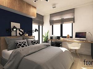 SYPIALNIA RUCZAJ - Średnia biała niebieska sypialnia małżeńska, styl industrialny - zdjęcie od FORMA - Pracownia Architektury Wnętrz i Krajobrazu