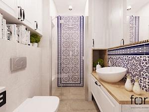 ŁAZIENKA CYSTERSÓW - Średnia biała niebieska łazienka bez okna, styl eklektyczny - zdjęcie od FORMA - Pracownia Architektury Wnętrz