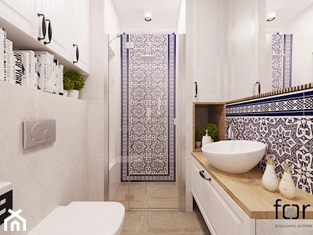 Aranżacje wnętrz - Łazienka: ŁAZIENKA CYSTERSÓW - Średnia biała niebieska łazienka bez okna, styl eklektyczny - FORMA - Pracownia Architektury Wnętrz. Przeglądaj, dodawaj i zapisuj najlepsze zdjęcia, pomysły i inspiracje designerskie. W bazie mamy już prawie milion fotografii!