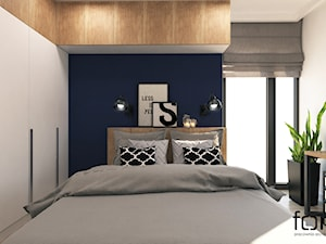 SYPIALNIA RUCZAJ - Mała biała niebieska sypialnia dla gości na poddaszu, styl industrialny - zdjęcie od FORMA - Pracownia Architektury Wnętrz i Krajobrazu