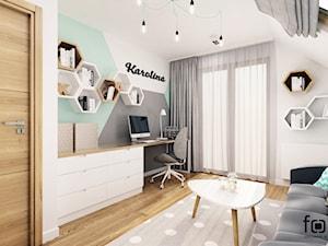 POKÓJ KAROLINY - Średni biały szary zielony pokój dziecka dla chłopca dla dziewczynki dla ucznia dla nastolatka, styl nowoczesny - zdjęcie od FORMA - Pracownia Architektury Wnętrz