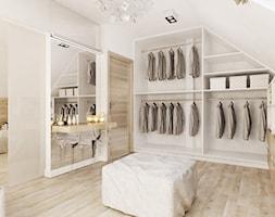SYPIALNIA Z GARDEROBĄ - Duża zamknięta garderoba przy sypialni na poddaszu, styl nowoczesny - zdjęcie od FORMA - Pracownia Architektury Wnętrz i Krajobrazu
