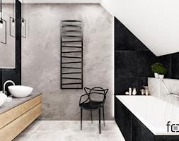 ŁAZIENKA WIELICZKA - Średnia biała czarna szara łazienka na poddaszu w domu jednorodzinnym z oknem, styl industrialny - zdjęcie od FORMA - Pracownia Architektury Wnętrz i Krajobrazu