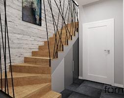 KLATKA SCHODOWA - Średnie schody dwubiegowe drewniane, styl industrialny - zdjęcie od FORMA - Pracownia Architektury Wnętrz i Krajobrazu