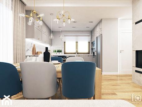 Aranżacje wnętrz - Salon: DOM ZABIERZÓW - Średni szary biały salon z kuchnią z jadalnią, styl nowojorski - FORMA - Pracownia Architektury Wnętrz. Przeglądaj, dodawaj i zapisuj najlepsze zdjęcia, pomysły i inspiracje designerskie. W bazie mamy już prawie milion fotografii!