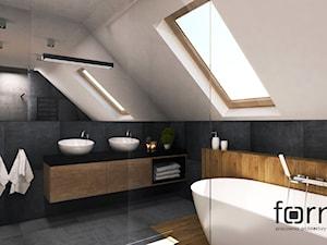 ŁAZIENKA KRYSPINÓW - Duża biała szara łazienka na poddaszu w bloku w domu jednorodzinnym z oknem, styl nowoczesny - zdjęcie od FORMA - Pracownia Architektury Wnętrz i Krajobrazu