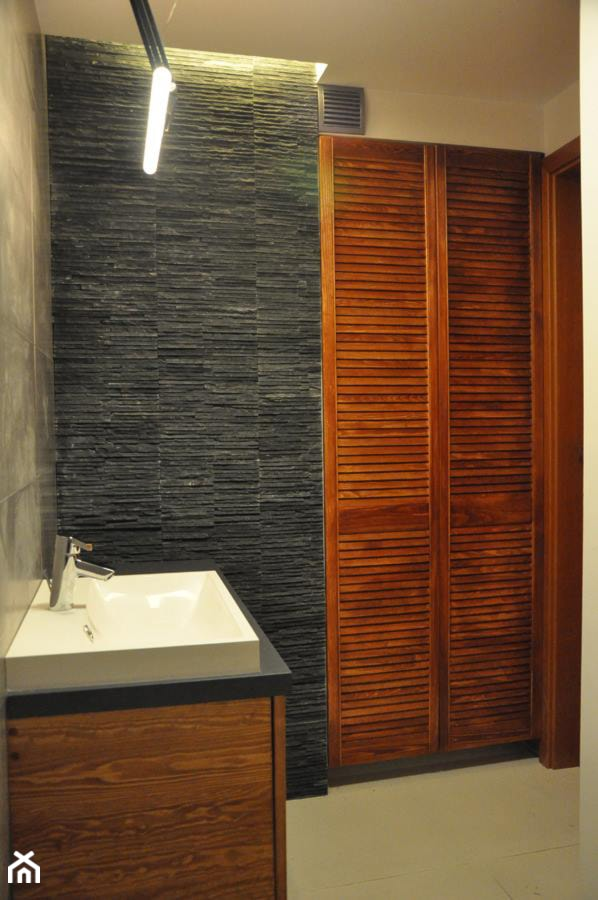 Łazienka w kamieniu i drewnie - zdjęcie od innout