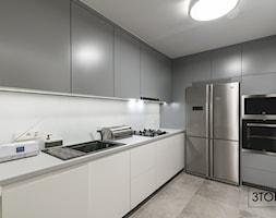 Mała kuchnia na wymiar w kolorach biało-szarych - zdjęcie od 3TOP KUCHNIE