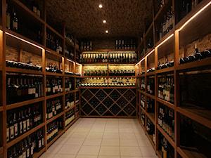 Meble na wymiar do winiarni