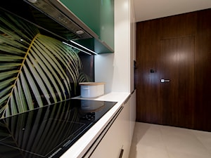 Oryginalna kuchnia na wymiar w biało-zielonej kolorystyce