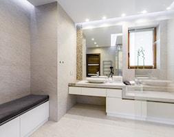 Nowoczesny dom - Duża biała łazienka jako salon kąpielowy z oknem, styl nowoczesny - zdjęcie od 3TOP KUCHNIE