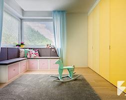Nowoczesne meble do domu - Duży żółty pokój dziecka dla chłopca dla dziewczynki dla malucha, styl nowoczesny - zdjęcie od 3TOP KUCHNIE